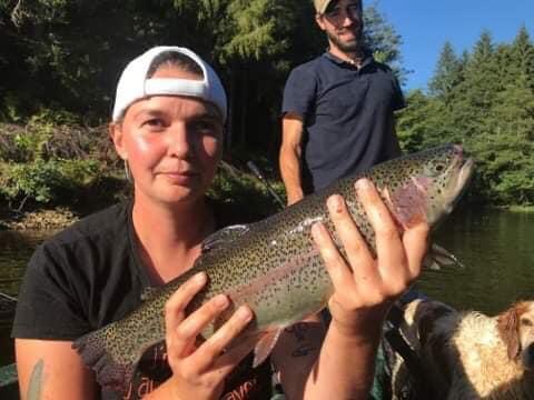 Pêche entre copines à Truite area