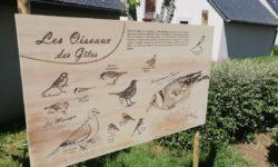 Panneau sur les oiseaux à Cantal Emotions